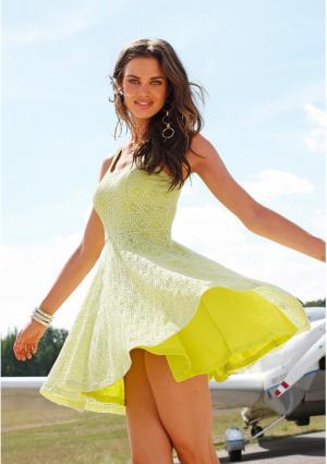 Платье Laura Scott. Цвет: желто-зеленый