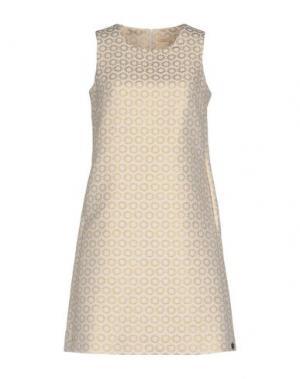 Короткое платье MOUCHE. Цвет: золотистый