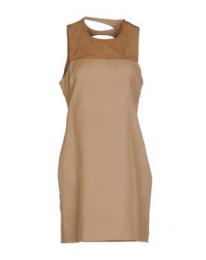 Короткое платье JO NO FUI. Цвет: верблюжий