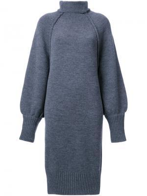 Платье с рельефными швами и воротником-воронкой G.V.G.V.. Цвет: серый