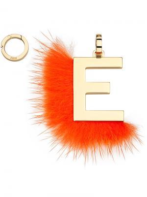 Подвеска в виде буквы E Fendi. Цвет: жёлтый и оранжевый