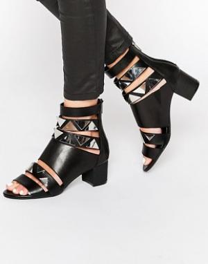 Eeight Cандалии на каблуке с ремешками Tabitha. Цвет: черный