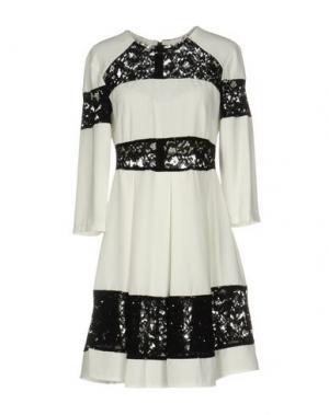 Короткое платье BERNA. Цвет: белый