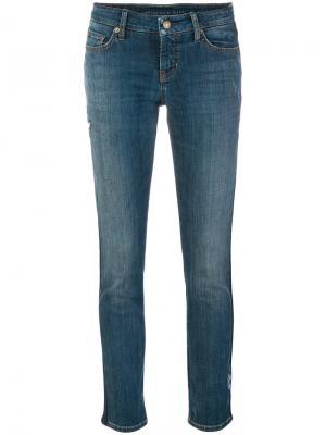 Укороченные джинсы с цветочной вышивкой Cambio. Цвет: синий