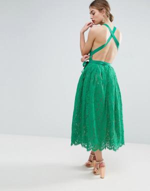 ASOS Кружевное платье миди для выпускного с пышной юбкой и открытой спиной. Цвет: зеленый