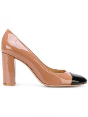 Туфли-лодочки с контрастным носком Gianvito Rossi. Цвет: телесный