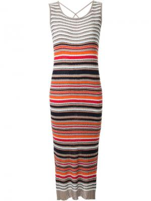 Полосатое трикотажное платье Loveless. Цвет: коричневый