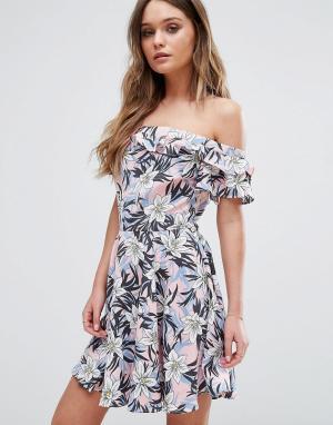 Boohoo Платье с цветочным принтом и рюшами. Цвет: мульти