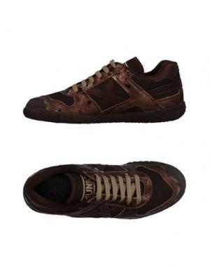 Низкие кеды и кроссовки MUNICH. Цвет: темно-коричневый