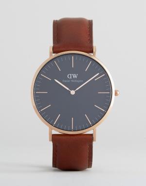 Daniel Wellington Часы с черным кожаным ремешком и золотистым циферблатом Welling. Цвет: коричневый