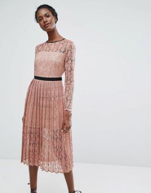 Endless Rose Кружевное платье миди с плиссированной юбкой. Цвет: розовый
