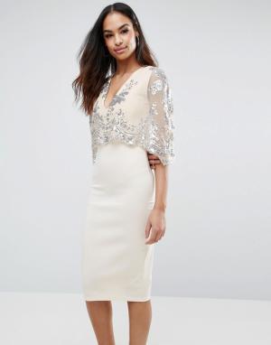 Club L Платье миди с пайетками и накидкой. Цвет: светло-бежевый