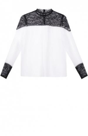 Шелковая блуза прямого кроя с контрастными кружевными вставками Alice + Olivia. Цвет: черно-белый