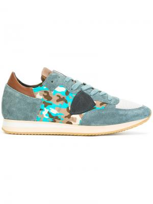 Кроссовки с камуфляжным рисунком Philippe Model. Цвет: синий
