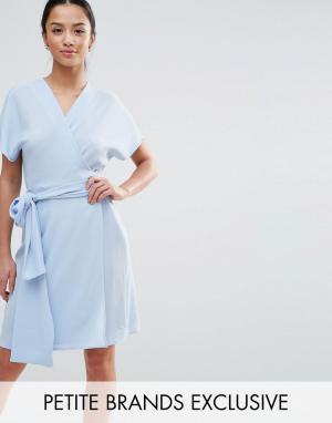 John Zack Petite Чайное платье с запахом и крупным бантом. Цвет: синий