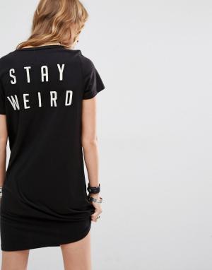 Lira Платье-футболка с принтом Stay Weird и вышивкой. Цвет: черный
