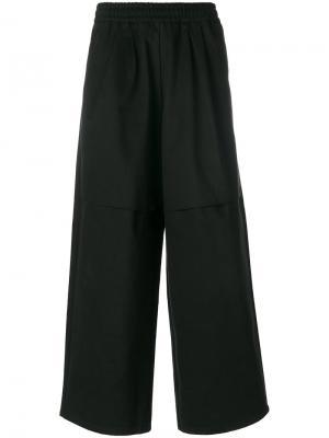 Укороченные брюки свободного кроя Komakino. Цвет: чёрный