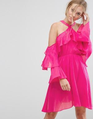 Pearl Платье халтер с оборкой. Цвет: розовый