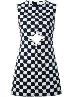 Платье шифт в клетку с вырезной деталью Courrèges. Цвет: чёрный