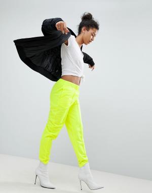 ASOS Неоновые спортивные штаны зауженного кроя. Цвет: желтый