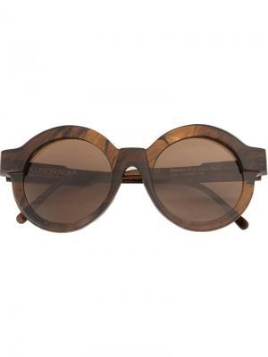 Солнцезащитные очки в круглой оправе Kuboraum. Цвет: коричневый