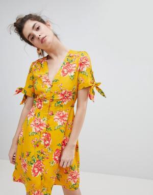 Neon Rose Чайное платье с завязками на рукавах. Цвет: желтый