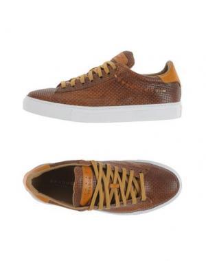 Низкие кеды и кроссовки BRADOR. Цвет: коричневый