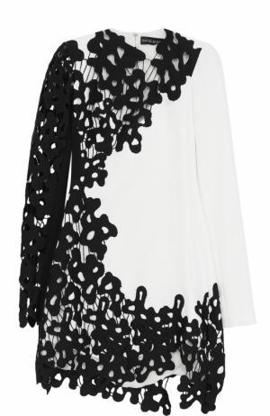 Мини-платье с контрастной кружевной отделкой David Koma. Цвет: черно-белый