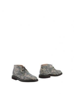 Полусапоги и высокие ботинки MARK MCNAIRY. Цвет: бежевый