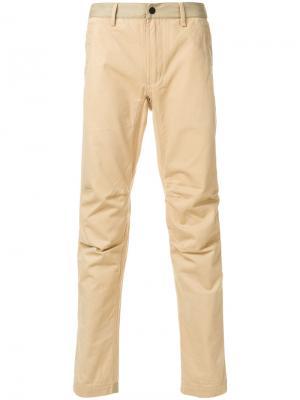Прямые брюки-чинос Maharishi. Цвет: телесный