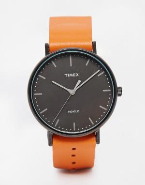 Timex Часы со светло-коричневым ремешком Weekender Fairfield TW2P91400. Цвет: рыжий