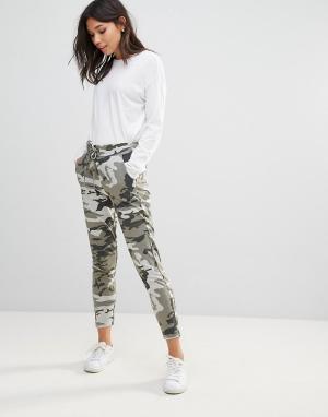 Ichi Камуфляжные брюки. Цвет: зеленый