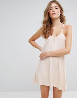 Lazy Days Платье-комбинация с Т-образной бретелью на спине. Цвет: розовый