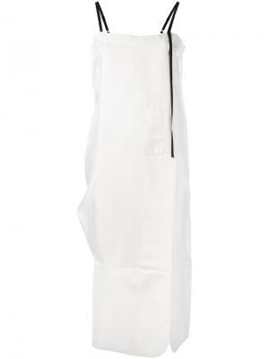 Платье шифт кроя миди Quetsche. Цвет: телесный