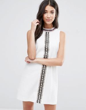 The English Factory Цельнокройное платье с отделкой. Цвет: белый