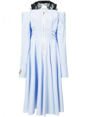 Платье с открытыми плечами Natasha Zinko. Цвет: синий