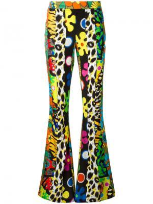 Расклешенные брюки с узором Moschino. Цвет: многоцветный