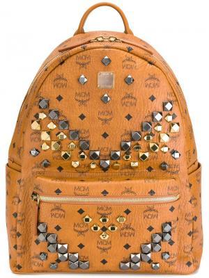 Рюкзак с заклепками MCM. Цвет: коричневый
