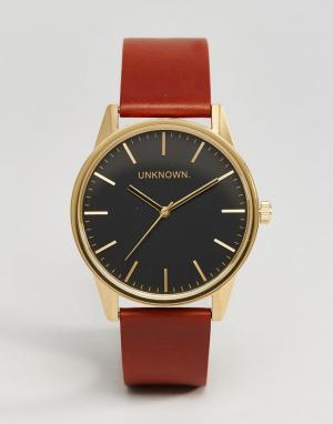 UNKNOWN Часы с коричневым кожаным ремешком и черным циферблатом Classi. Цвет: рыжий