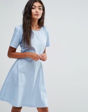 Trollied Dolly Короткое приталенное платье в горошек. Цвет: синий