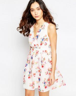 Iska Платье с запахом спереди и принтом тюльпанов. Цвет: белый