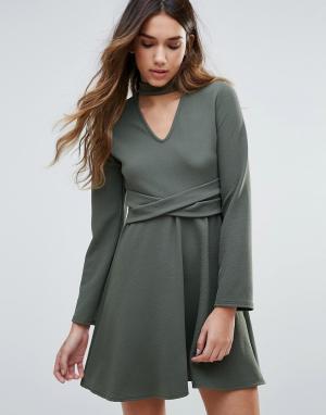 Daisy Street Короткое приталенное платье с ожерельем-чокером. Цвет: зеленый