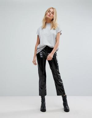Weekday Виниловые брюки. Цвет: черный