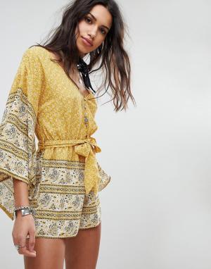 Ebonie n ivory Ромпер с рукавами-кимоно, поясом на завязке и принтом пейсли. Цвет: желтый