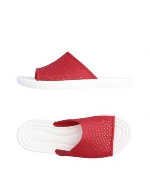 Сандалии CROCS. Цвет: красный