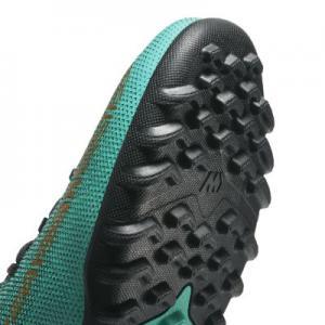 Футбольные бутсы для игры на искусственном газоне  MercurialX Superfly VI Academy CR7 Nike. Цвет: зеленый