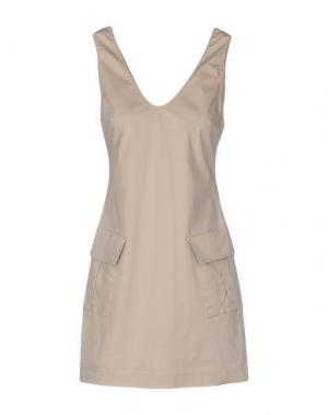 Короткое платье CARLA G.. Цвет: бежевый