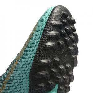 Футбольные бутсы для игры на газоне  MercurialX Vapor XII Academy CR7 Nike. Цвет: зеленый