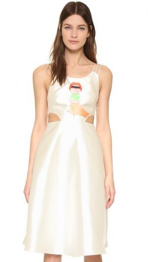 Миди-платье с принтом в виде мороженого ONE by Hathairat. Цвет: белый