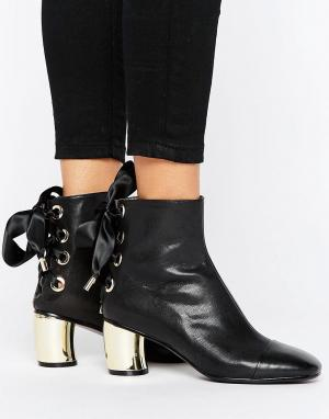 Lavish Alice Кожаные ботильоны со шнуровкой на каблуке металлик. Цвет: черный